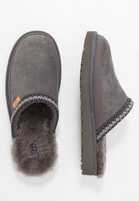 UGG - TASMAN - Pantoffels - dark grey - 1