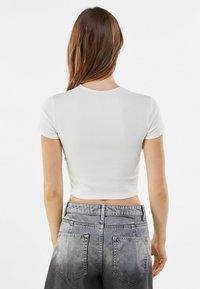 Bershka - Basic T-shirt - white - 2