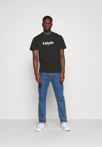 Levi's® - RELAXED FIT TEE UNISEX - T-shirts print - blacks - 1