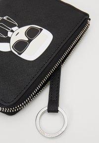 KARL LAGERFELD - IKONIK ZIP CARD HOLDER - Wallet - black - 3