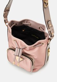 River Island - DUFFLEPINK - Across body bag - pink - 2
