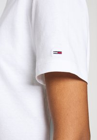 Tommy Jeans - STAR AMERICANA FLAG TEE - Print T-shirt - white - 6