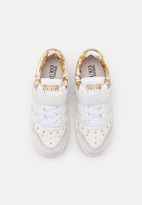Versace Jeans Couture - Trainers - white/gold - 4