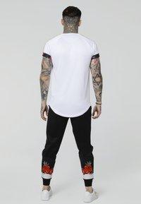 SIKSILK - MAJESTIC ROLL SLEEVE TEE - Print T-shirt - white/ecru/red - 2
