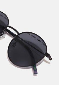 Tommy Jeans - UNISEX - Sluneční brýle - matte black - 3