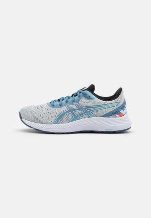 GEL-EXCITE 8 CELEBRATION OF SPORTS - Neutral running shoes - glacier grey/thunder blue
