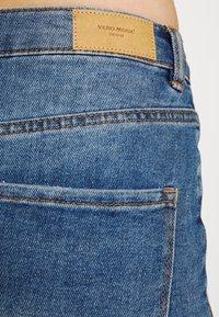 Vero Moda - VMLOA FAITH MIX - Short en jean - medium blue denim - 5