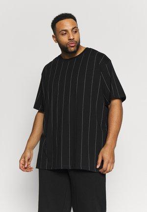 OVERSIZED PINSTRIPE TEE - T-shirt med print - black