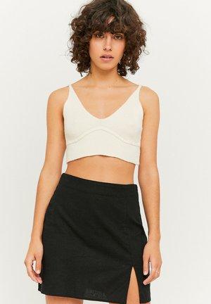 MIT SCHLITZ - Mini skirt - black