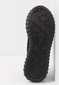 Calvin Klein Jeans - REIKA - Sneakers laag - black/silver - 6