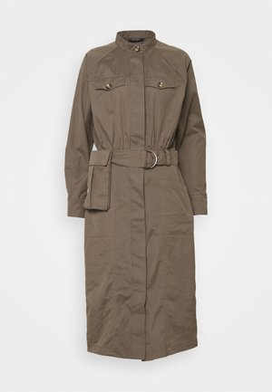 BASIL VALENTEEN DRESS - Shirt dress - bungee brown