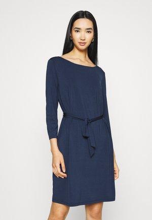 VIEBONI DRESS - Žerzejové šaty - navy blazer