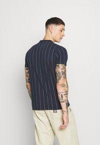 Hollister Co. - SCRIPT LOGO  - Camiseta estampada - navy stripe - 2