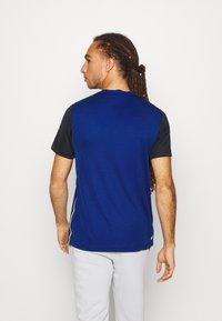 Lacoste Sport - TENNIS - Camiseta estampada - cosmic/navy blue - 2