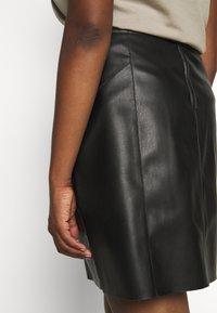 Vero Moda Curve - VMNORARIO SHORT COATED SKIRT - Pencil skirt - black - 5