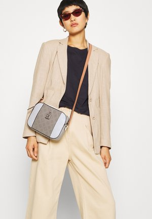 KAMRYN CROSSBODY TOP ZIP - Sac bandoulière - taupe/multi
