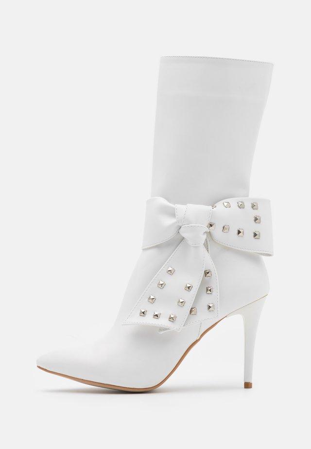 Laarzen met hoge hak - white