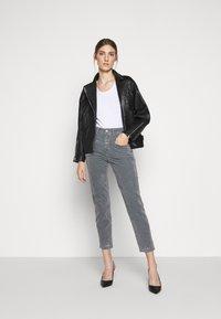 CLOSED - PEDAL PUSHER - Pantalones - grey stone - 1