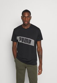 Puma - TRAIN GRAPHIC SHORT SLEEVE TEE - Print T-shirt - black/white - 0