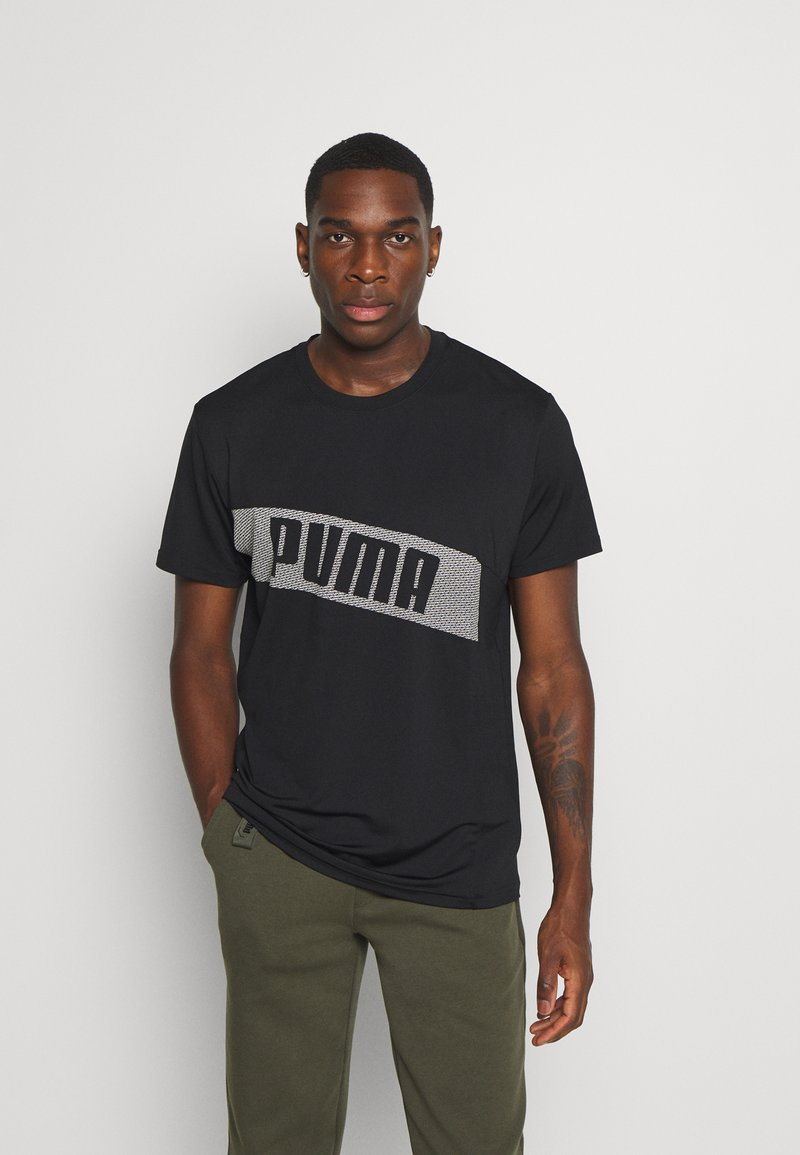 Puma - TRAIN GRAPHIC SHORT SLEEVE TEE - Print T-shirt - black/white