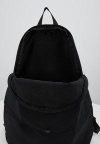 Bag N Noun - CANADA FLAP SAC - Rucksack - black - 4