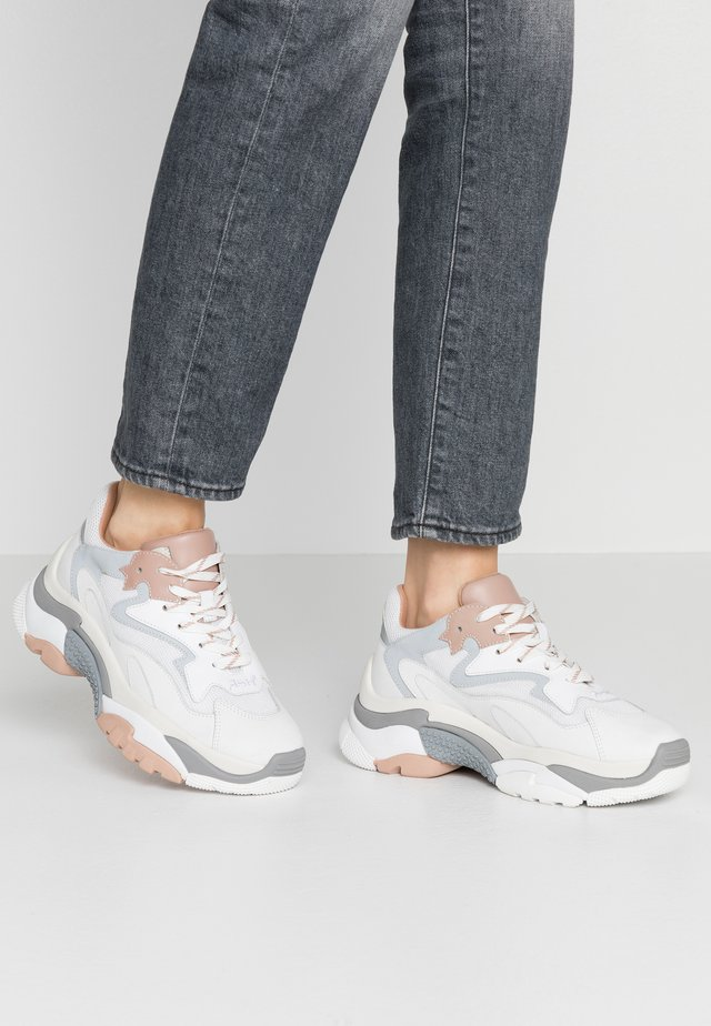 Trainers - white/dune