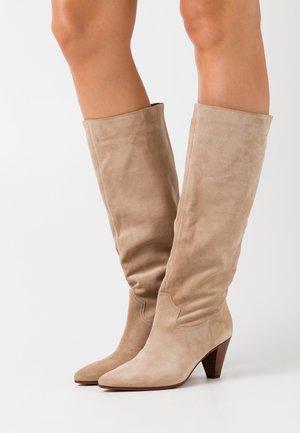 DILL - Vysoká obuv - clay