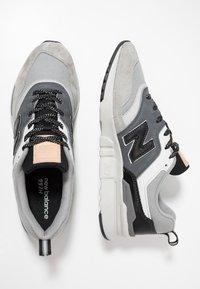 New Balance - CM997 - Matalavartiset tennarit - grey/black - 1