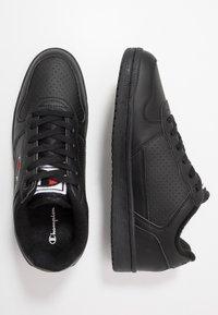 Champion - LOW CUT SHOE CHICAGO - Matalavartiset tennarit - new black - 1