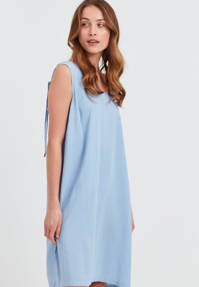 NELLY - Korte jurk - brunnera blue
