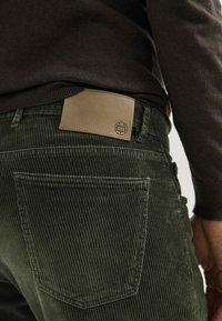 Massimo Dutti - ENTBASTETE  - Trousers - green - 5