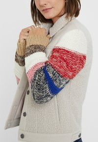 Desigual - CHAQ_CHARLIE - Giacca in pile - white - 3
