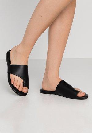 TOE LOOP FLAT  - T-bar sandals - black