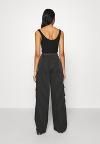 Missguided - PINSTRIPE WIDE LEG TROUSER - Kapsáče - black - 3