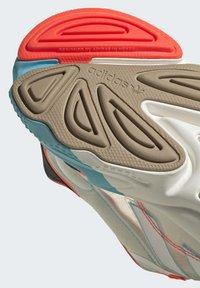 adidas Originals - OZWEEGO  - Trainers - white - 8
