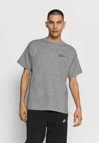 Nike Sportswear - T-shirt - bas - multi-color/black/multi-color - 0