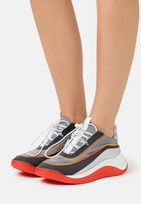Sportmax - FLIPPER - Trainers - arancio - 0