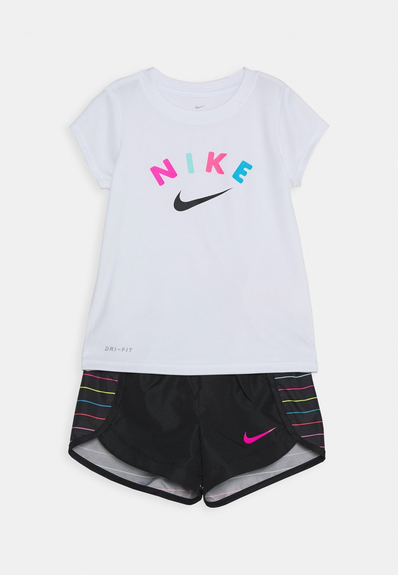 Nike Sportswear - GIRLS SHORT SET - Shorts - black