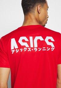 ASICS - KATAKANA  - Print T-shirt - classic red - 4