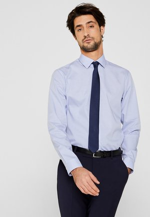 MIT MECHANISCHEM STRETCH - Formal shirt - light blue