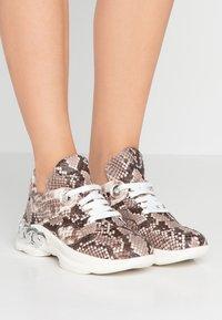 Casadei - Sneaker low - sahara - 0