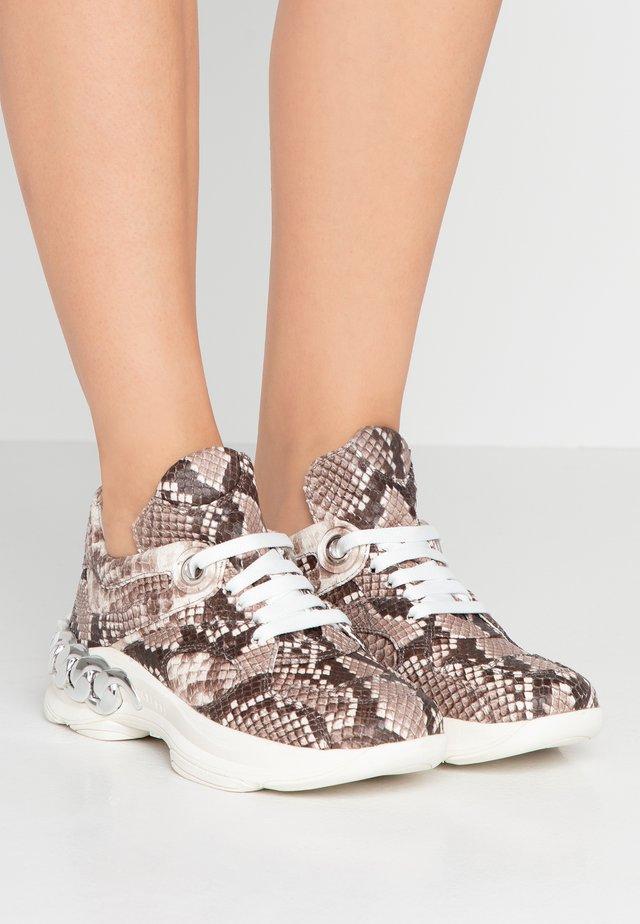Sneakers laag - sahara