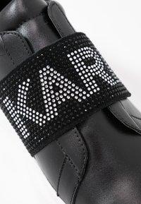 KARL LAGERFELD - KAPRI GLITZ LOGO - Sneakersy niskie - black/silver - 2