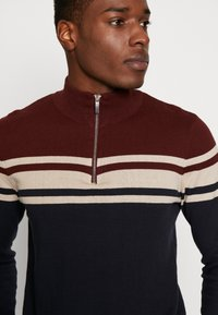 Burton Menswear London - YOKE HALF ZIP - Trui - purple - 4