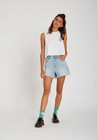 Volcom - STONEY HIGH RISE SHORT - Denim shorts - sun_faded_indigo - 1
