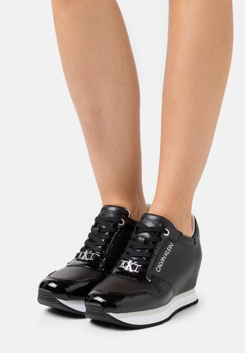 Calvin Klein Jeans - WEDGE LACEUP  - Zapatillas - black
