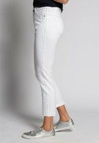 GINA LAURA - Trousers - weiß - 2