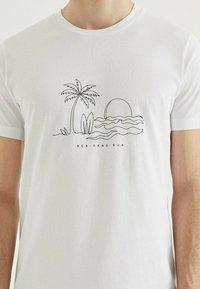 WESTMARK LONDON - SAND - Print T-shirt - white - 3