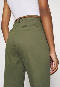 b.young - DAYS CIGARET PANTS  - Chinos - olive night - 4