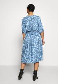 Cotton On Curve - CURVE WOVEN PUFF SLEEVE MIDI DRESS - Sukienka koszulowa - daisy parisian blue - 2